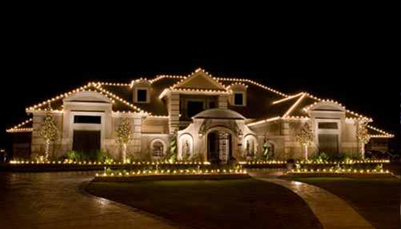 Seasonal displays deboer landscapes for Simple outside christmas lights ideas